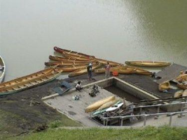 自然の中でカヌー体験。 カヌーをレンタルすることができます。 名栗湖でカヌー体験はいかがでしょうか!